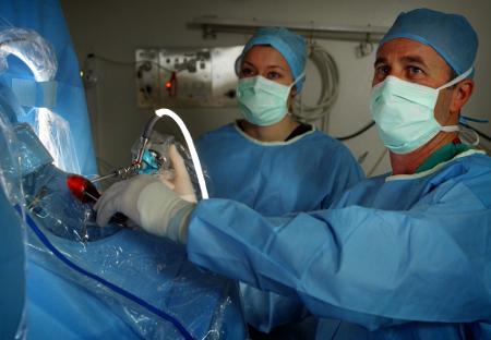 Лечение разрыва мениска в Израиле. Искусственный мениск. Отзывы и цены